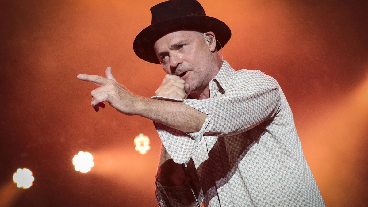 gord downie performing
